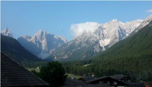 SESTO – MOOS – vue sur le Val Fiscalina – au fond, Croda dei Toni (3.094 m)