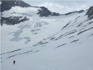Descente du col Unter Weisszint Scharte (2.930 m) vers le glacier Gliderferner.