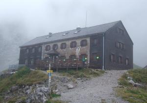 Refuge Lamsenjoch Hütte (1.953 m) ; temps de pluie