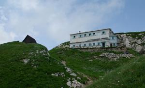 Refuge Cerna prst, en crête (1.844 m)